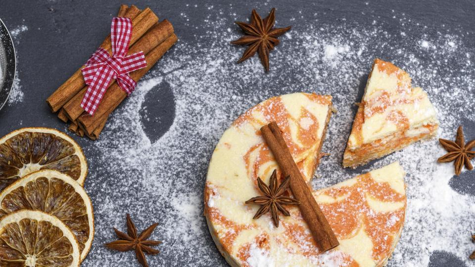 Торта с извара, канела и орехи