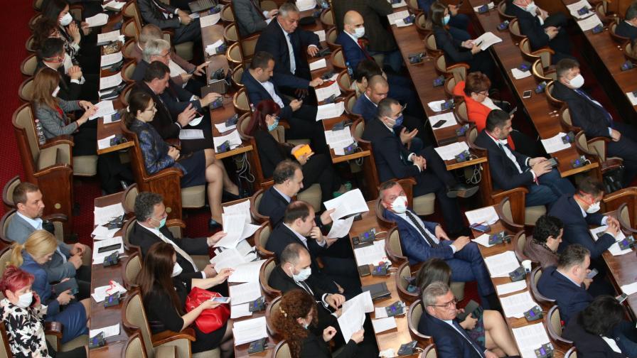 Парламентът прие нови мерки за извънредното положение