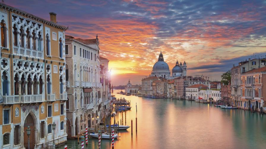 <p><strong>Венеция си отдъхва:</strong> водата в каналите е бистра</p>