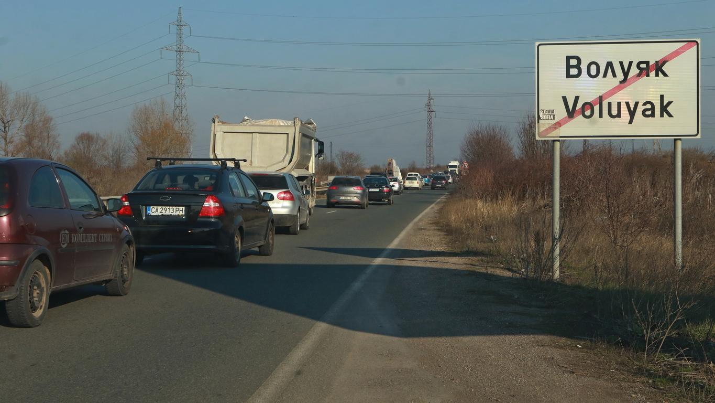 <p>Органите на МВР организират контролно-пропускателни пунктове на входно-изходните пътища на областните центрове и извършват проверка на целта на пътуването на гражданите</p>