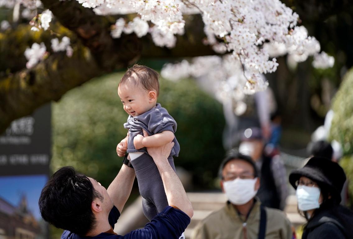 <p>Властите помолиха посетителите да не провеждат партита &bdquo;ханами&ldquo; (или преливане на цветове), за да ограничат разпространението на коронавирус COVID-19.</p>