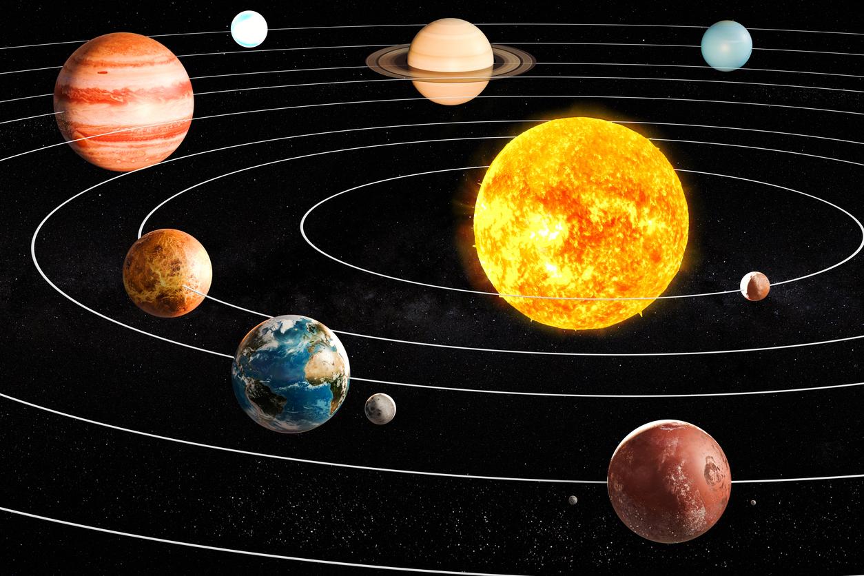 <p><strong>3. Колко естествени спътника има Марс?</strong>&nbsp;В) 2</p>  <p><strong>4. Къде се намира поясът на Кайпер?</strong> Б) отвъд орбитата на Нептун</p>