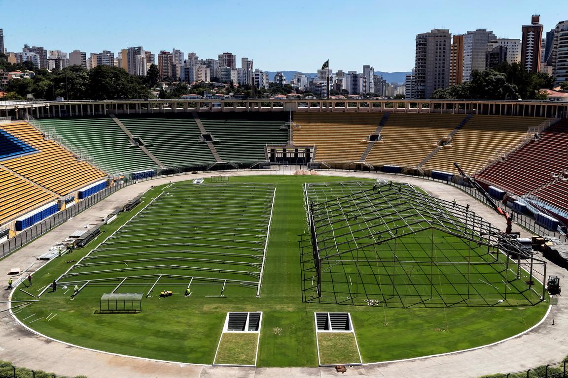<p>Строителна площадка на полевата болница за лечение на случаи на коронавирус на стадион Пакаембу в Сао Пауло, Бразилия</p>