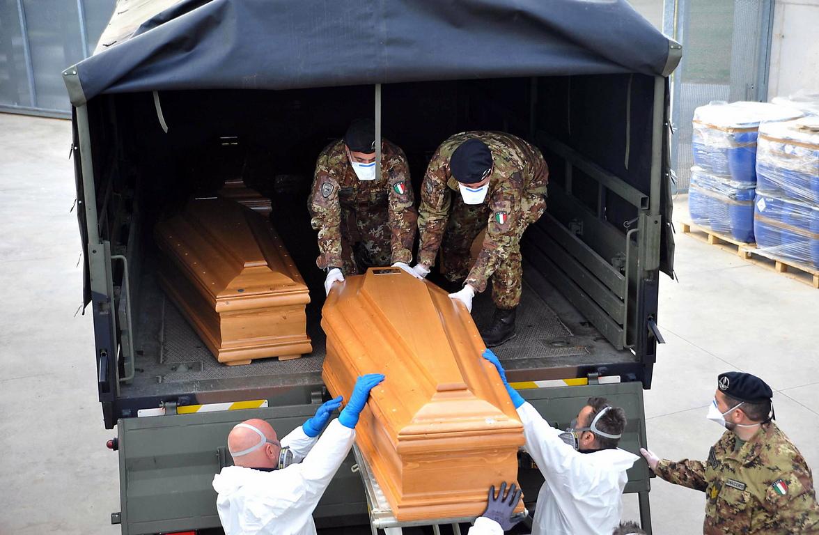 <p>Намалял е и броят на жертвите - за последните 24 часа са починали 683 човека, което е с 60 по-малко от вчера.</p>