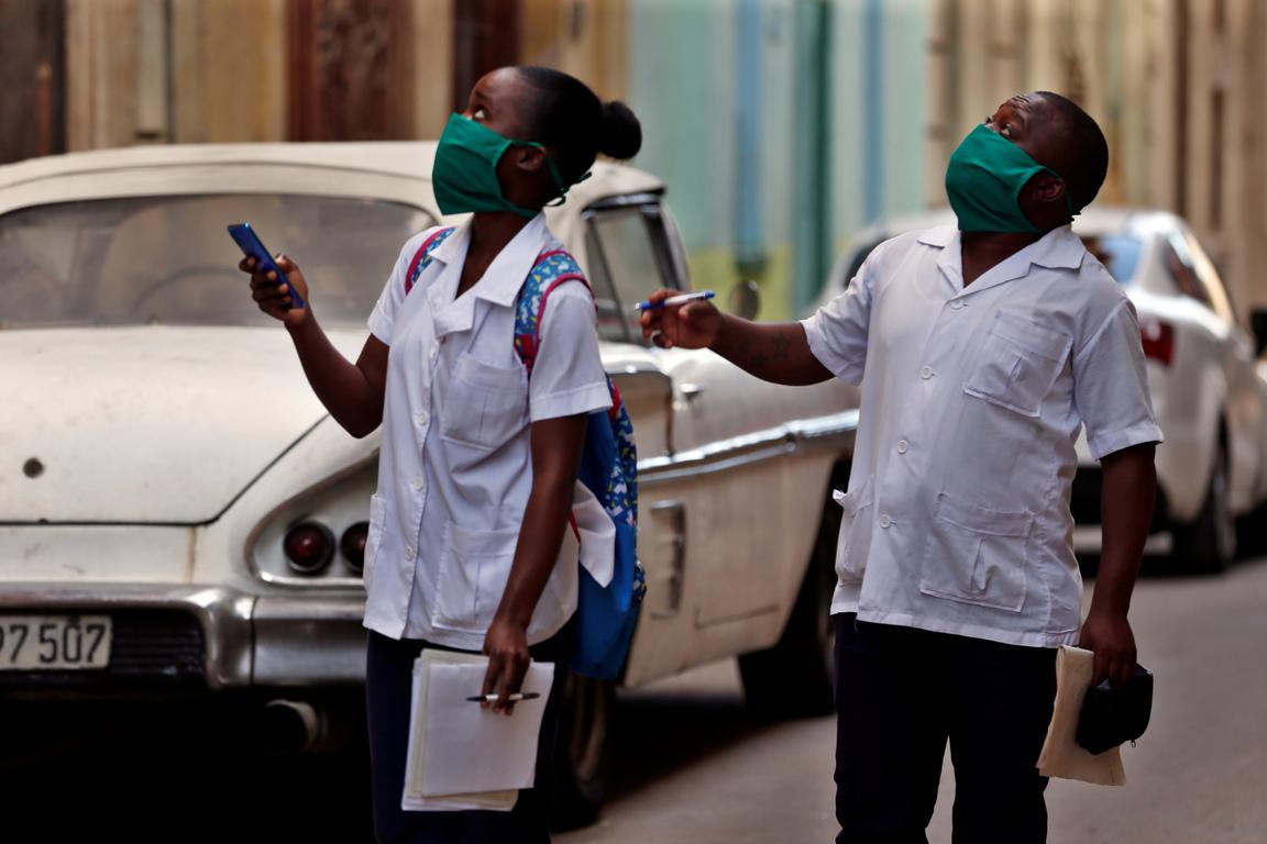 <p>&quot;Всички туристи, които все още са в хотелите, ще бъдат поставени под карантина , те не могат да напуснат хотела&quot;, докато не намерят полет, за да се върнат по домовете си, каза той, уточнявайки че 32 500 чуждестранни туристи са били в Куба към понеделник</p>
