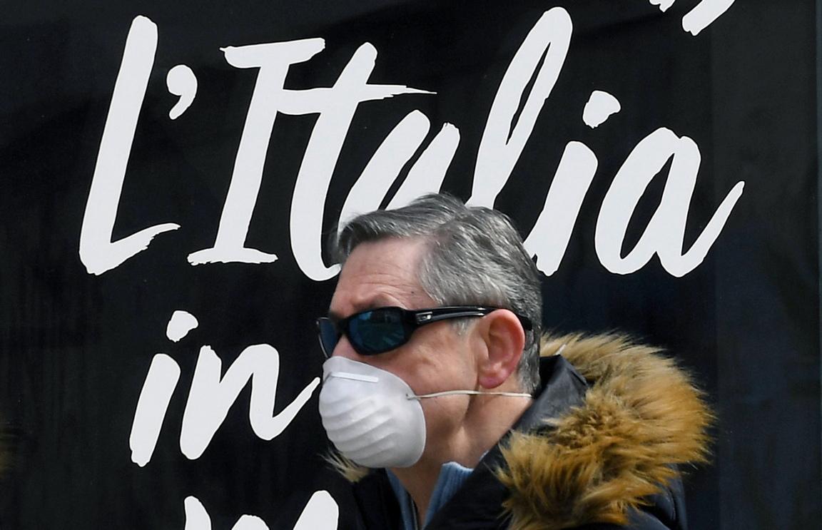 <p>Смъртните случаи заради вируса, COVID-19 в Италия, са се увеличили рекордно и достигнаха близо 1000 души на ден</p>  <p>Подобна статистика не е имало, откакто инфекцията започна в най-засегнатата от нея страна.</p>