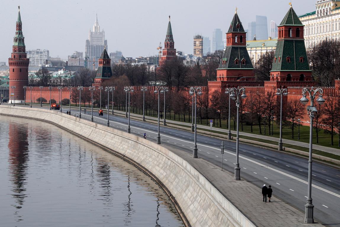 <p>Страната затвори границите си за чужденци миналата седмица и отмени всички международни полети в четвъртък като част от все по-строги мерки за забавяне на разпространението на COVID-19 в Русия.</p>