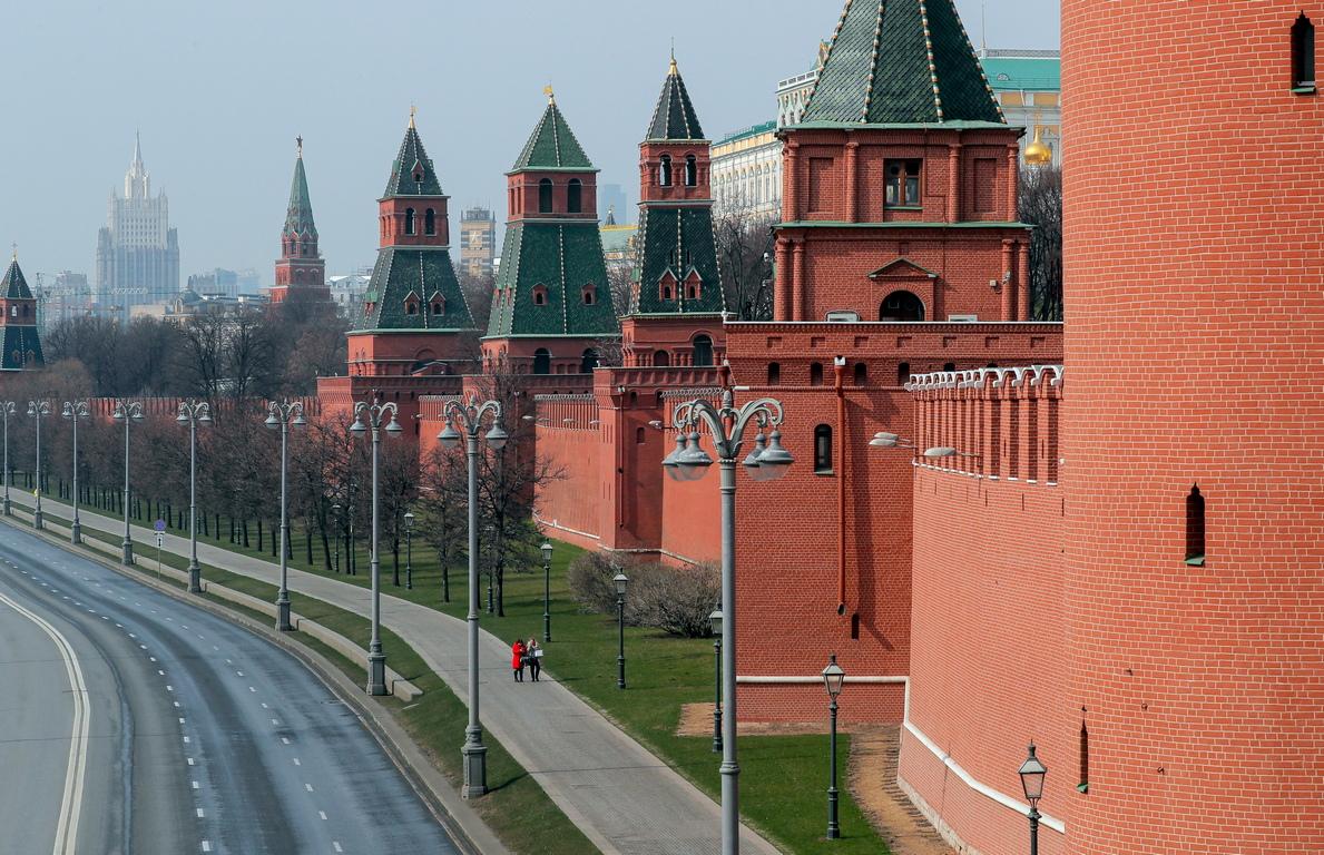 <p>Русия напълно ще затвори границите си от понеделник, за да спре разпространението на коронавируса, заяви правителството в събота.</p>