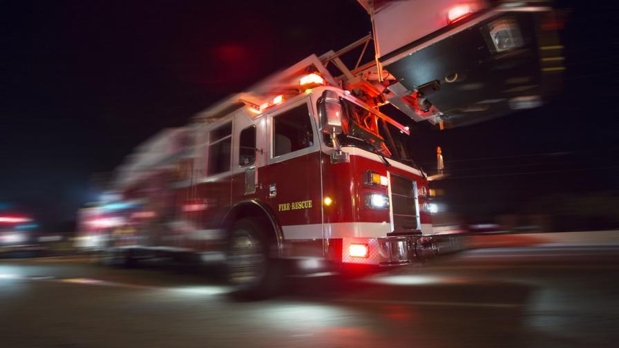 Голям пожар в дом за възрастни, загинали и ранени