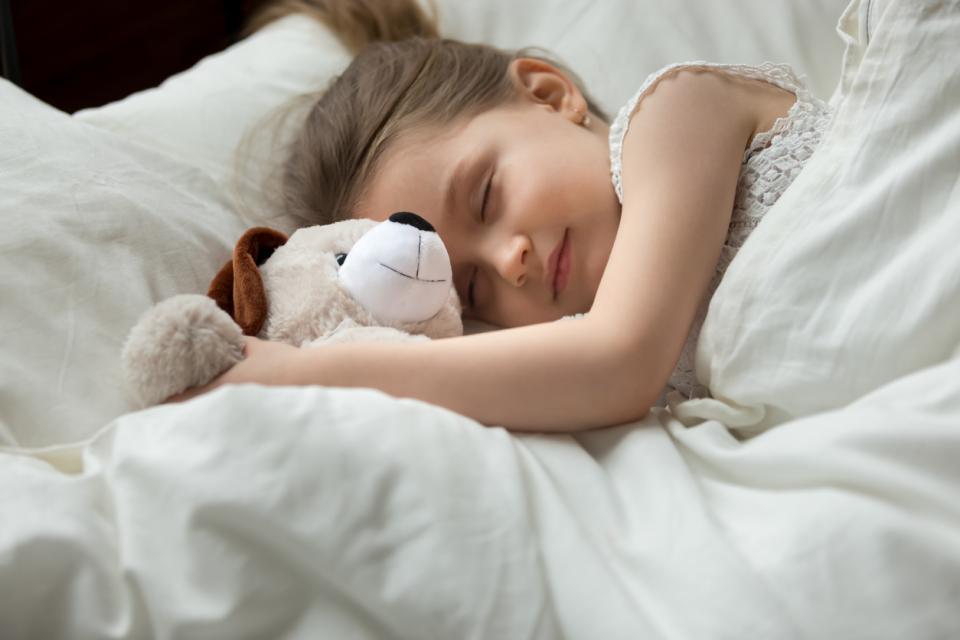 момиче сън