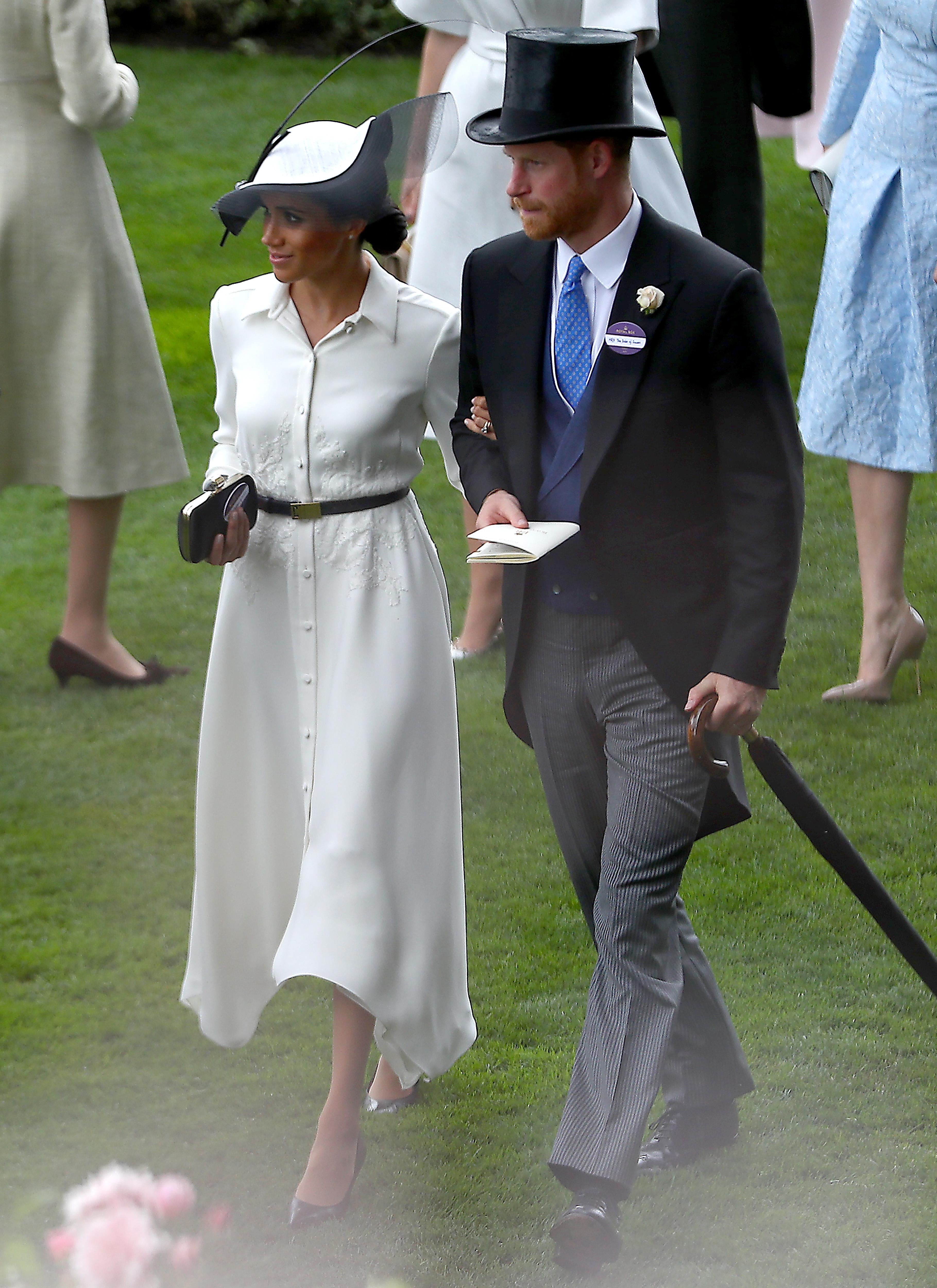 <p>Тя отново избра рокля от Givenchy, за да присъства за пръв път на любимите конни надбягвания на кралицата Royal Ascot.&nbsp;</p>