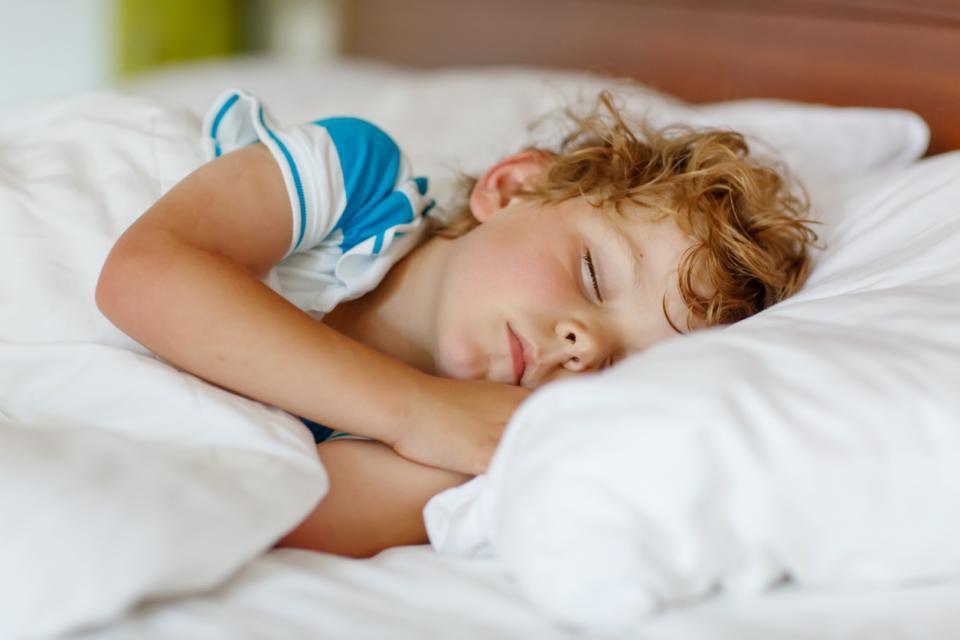 петгодишно момче сън дете