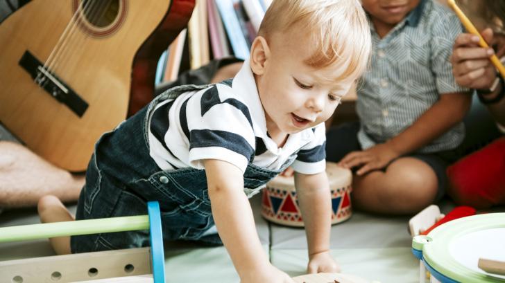 Как да стимулираме развитието на детето ни с музика