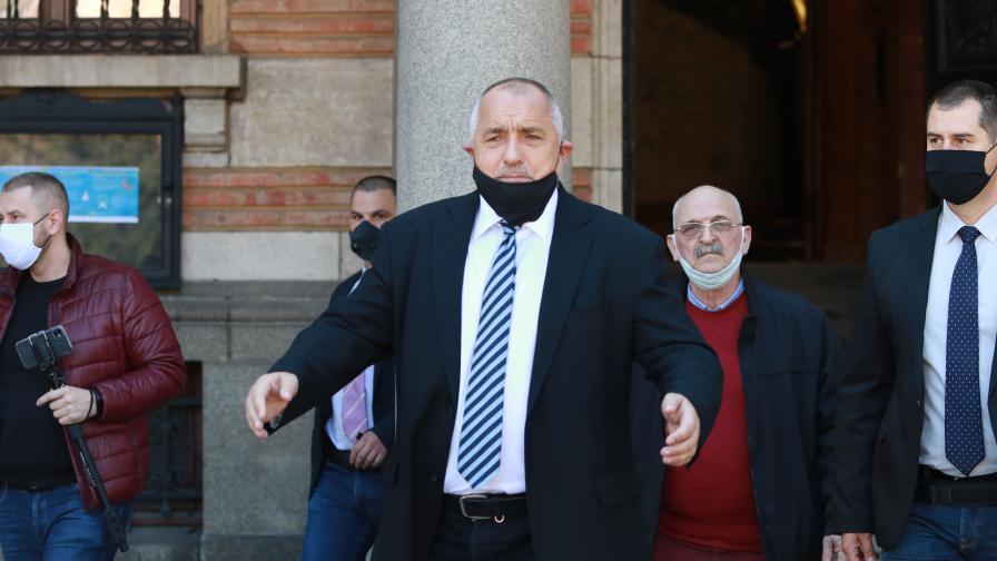 Борисов: Медик без защитно облекло да няма