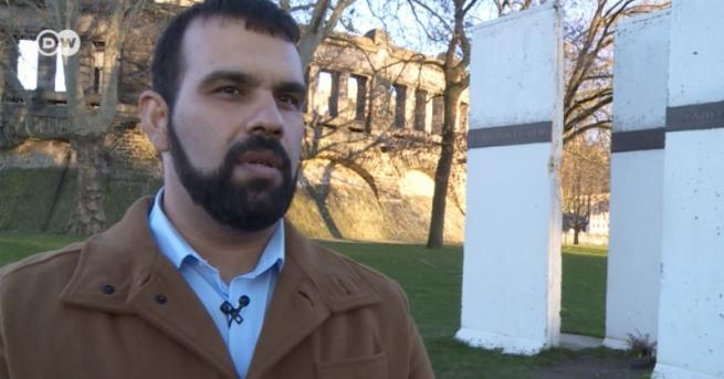Свят Той е български ром. И преподава български език в