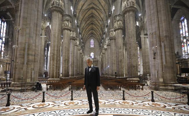 Андреа Бочели изнесе солов Великденски концерт от празната Миланска катедрала