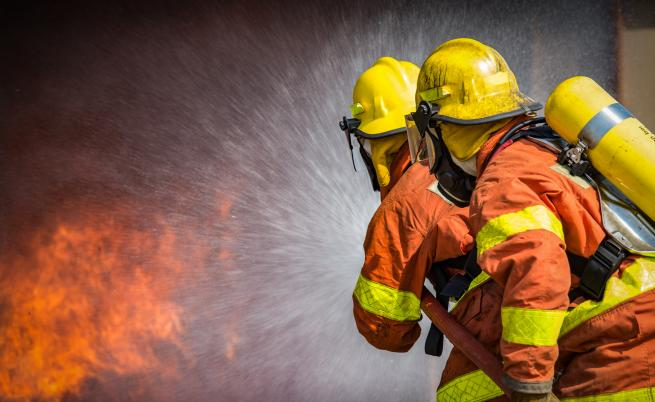 Пожар пламна в цех край София, има ранени