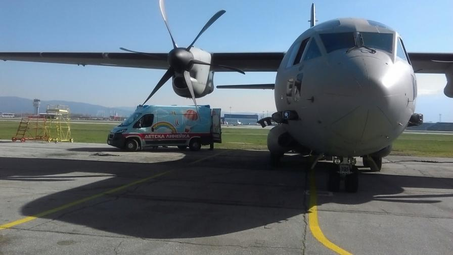 Военен самолет транспортира дете в спешно състояние от Варна до София