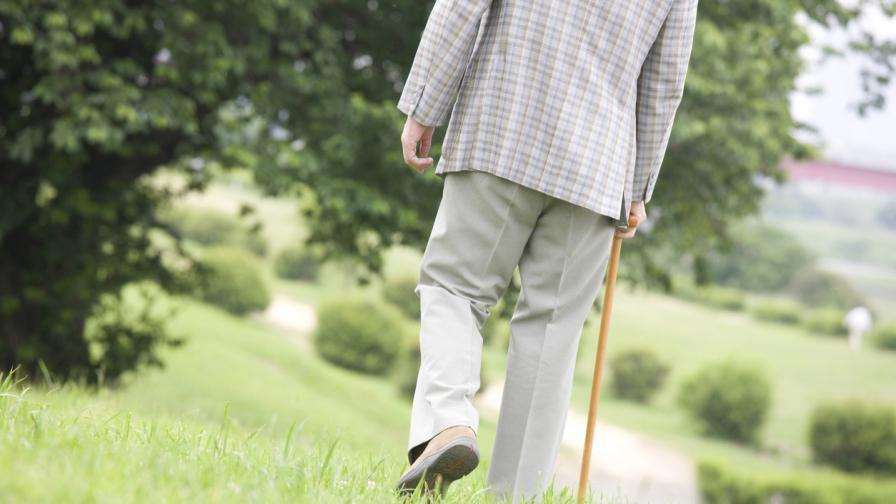 99-годишен британец направи 100 обиколки на двора си, за да събере пари за медиците