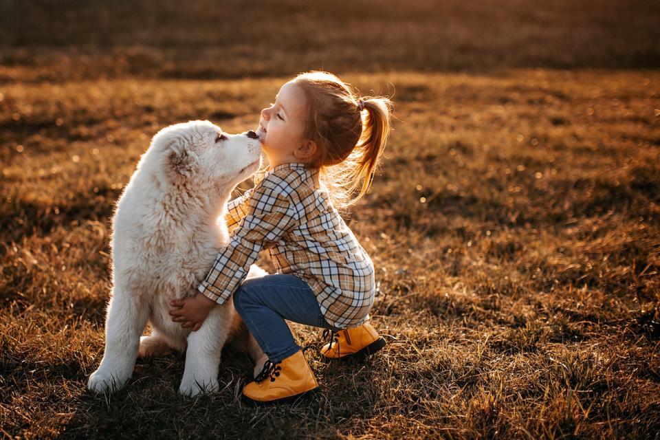 дете прегръдка