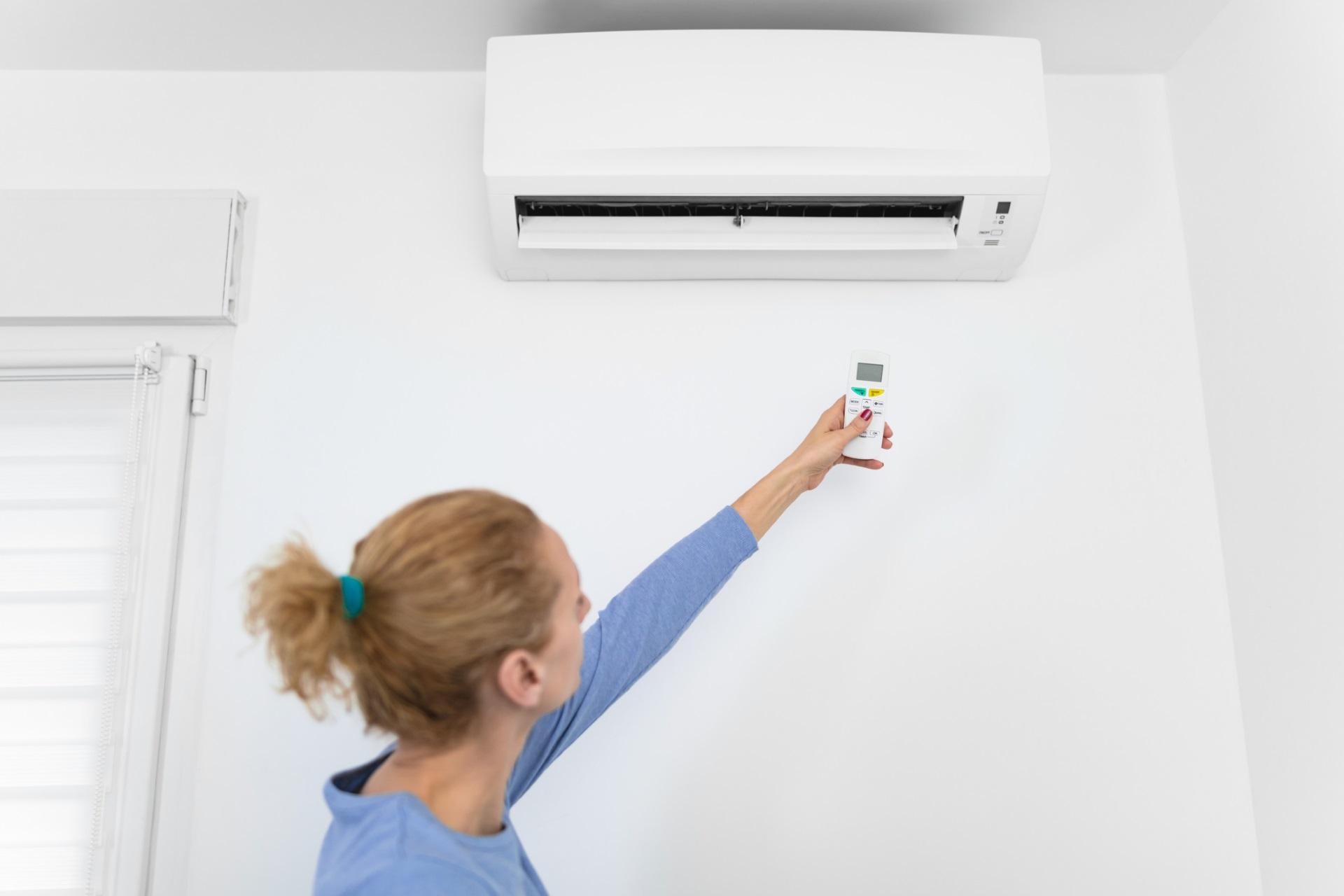 <p><strong>Намалете топлината</strong></p>  <p>Намалете топлината у дома. Тъй като тялото ви използва енергия, за да ви стопли, изключването на климатика или парното може да ви помогне да изгорите повече калории и да атакува запасите от мазнини на корема ви.</p>