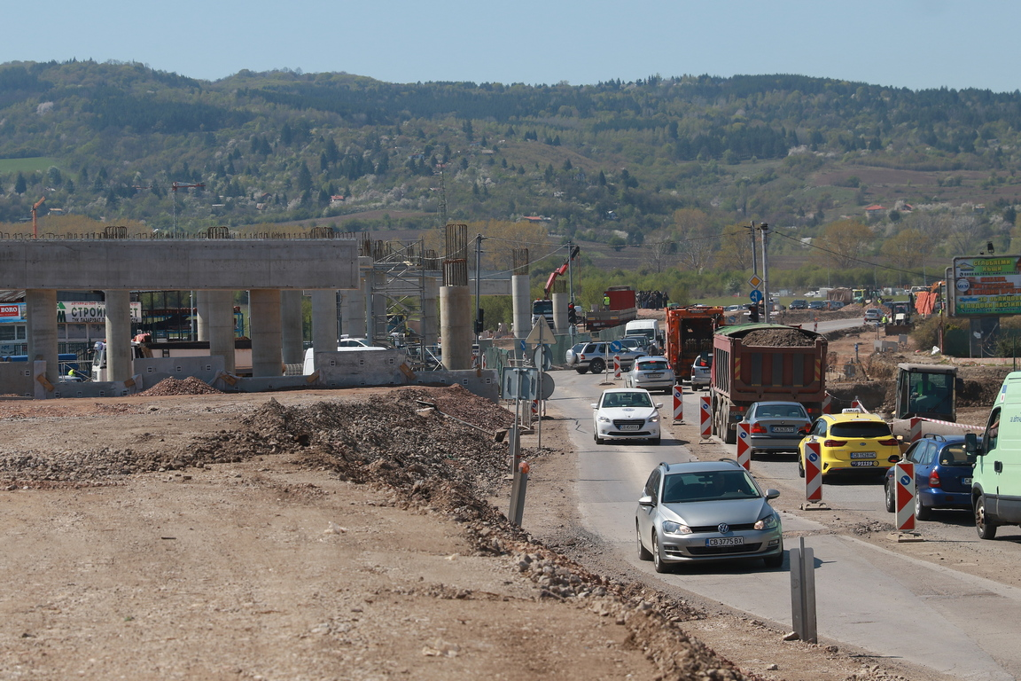 <p>Изграждане на софийския околовръстен път</p>
