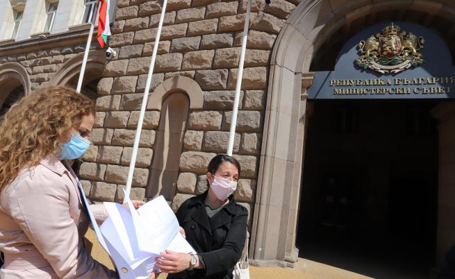 Над 17 хил. поискаха оставката на Кирил Ананиев заради бъдещата детска болница