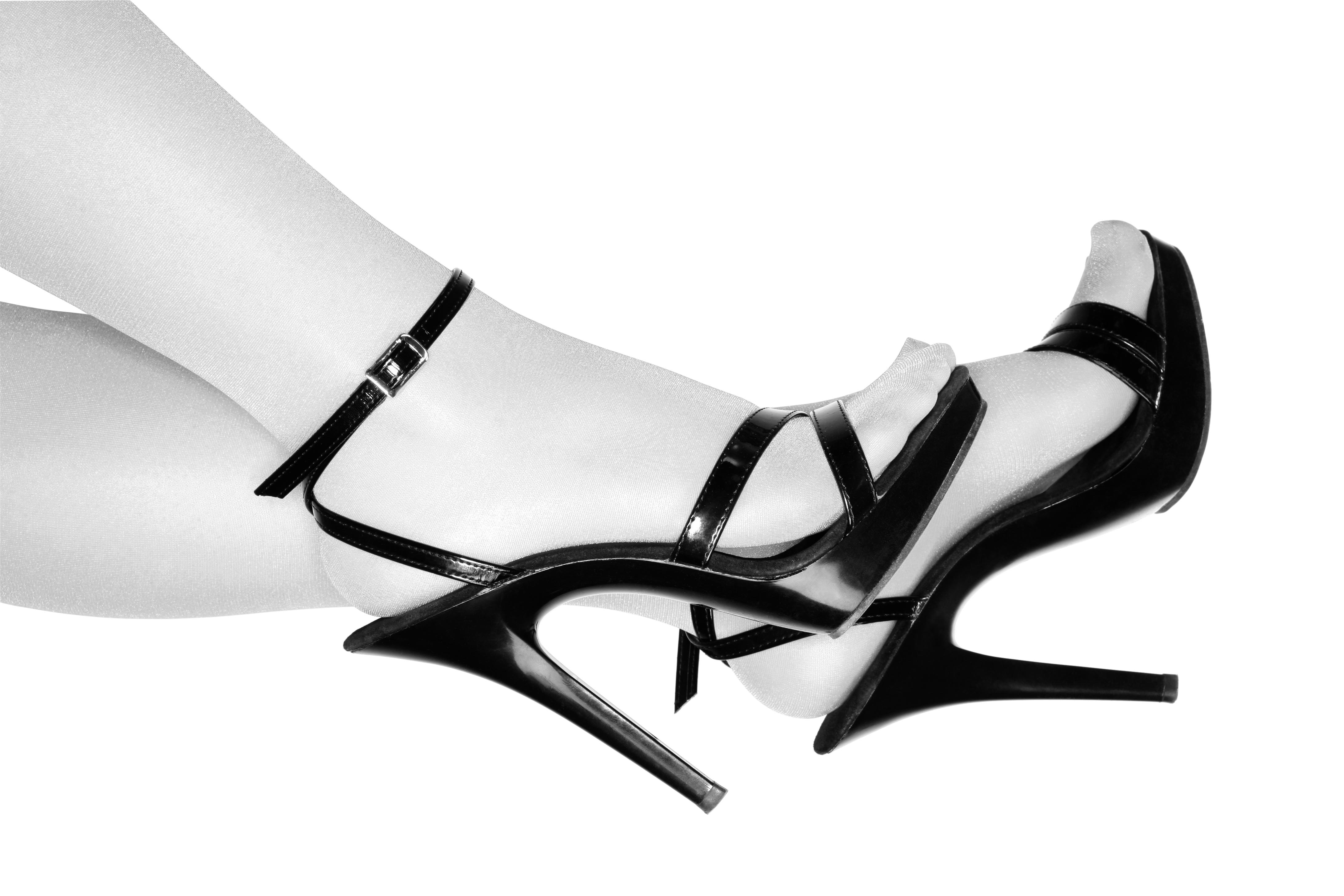 <p>Високи обувки с каишки на глезените</p>