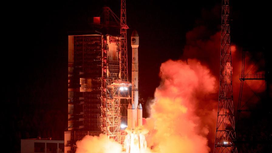 Китай изстрелва нова ракета с амбиции да покори Луната