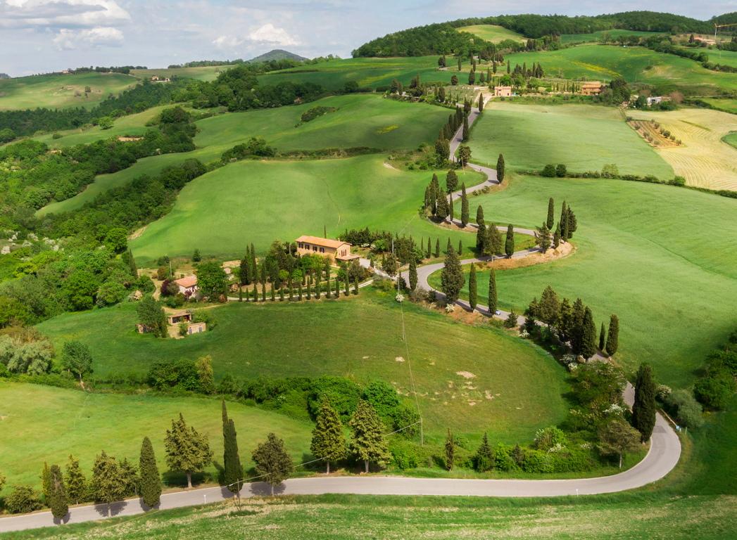 <p>Тази територия, която се простира по провинциите Сиена и Гросето, е защитена от ЮНЕСКО като обект на световното наследство.</p>  <p>&nbsp;</p>