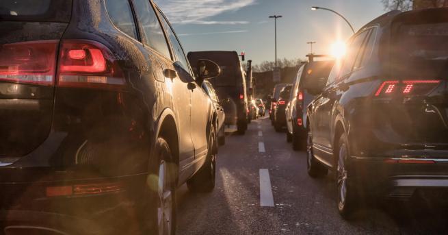 България Спират движението на автомобили в