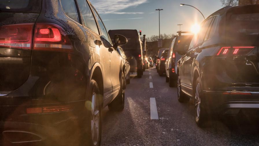 """Спират движението на автомобили в """"Подуяне"""" заради разтопен битум"""