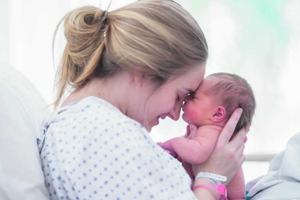 майка бебе раждане