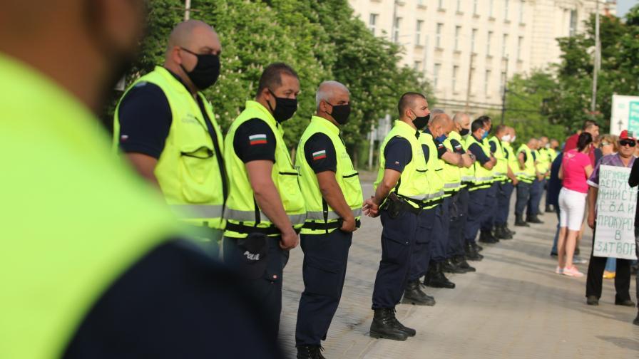 <p>По-малко полицаи на протестите в София заради случаи на Ковид-19</p>