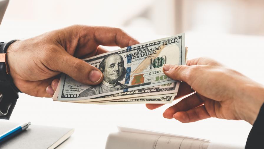 """Измама: """"Банкерка"""" обещава кредит срещу сума пари"""