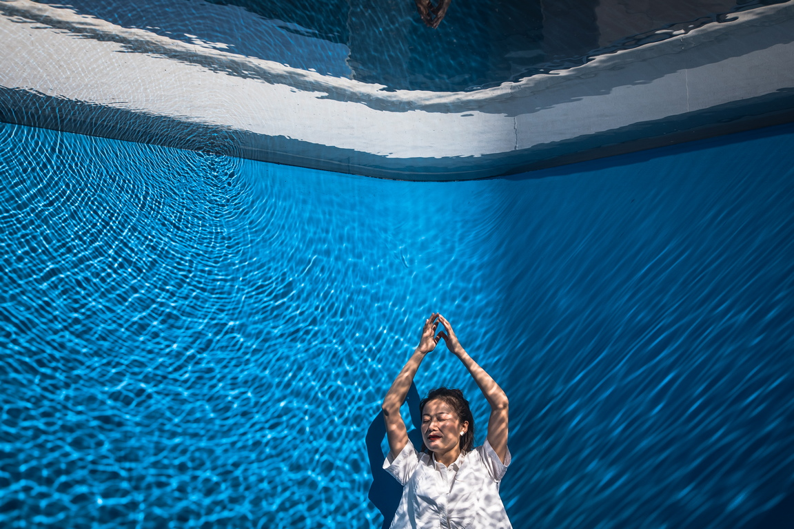 <p>В психологията синьото се разглежда като незастрашаващ цвят и се смята, че има положителни и успокояващи ефекти върху тялото и ума.</p>