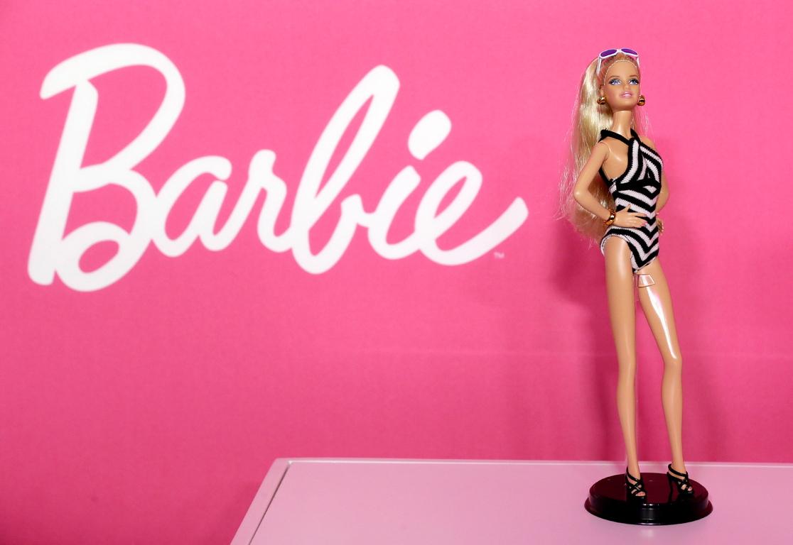 <p>Розовото се връща към високата мода през 60-те години на миналия век, след като е възприето от публични и известни личности като Джаки Кенеди и Мерилин Монро.</p>