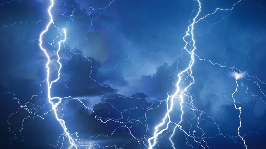 Мълнии предизвикаха три пожара във Видинско