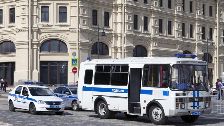 Нападател взе заложници в банка в Москва