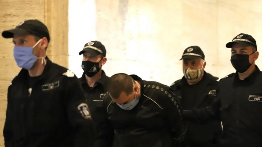 <p>Оставиха в ареста мъжа, хванат с над 360 кг кокаин в &quot;Студентски град&quot;&nbsp;</p>