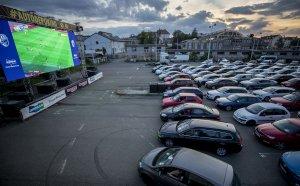 Уникални кадри! Ето как феновете гледаха мачове в Чехия!