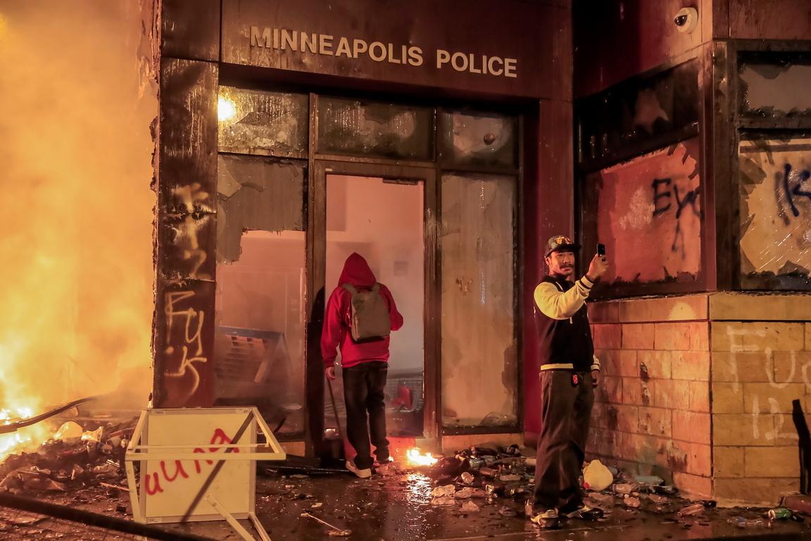 <p>Протестите по улиците на съседните градове, които продължават вече три дни, се увеличават.</p>