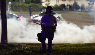 Сблъсъци с полицията и масови протести след смъртта на чернокож в САЩ
