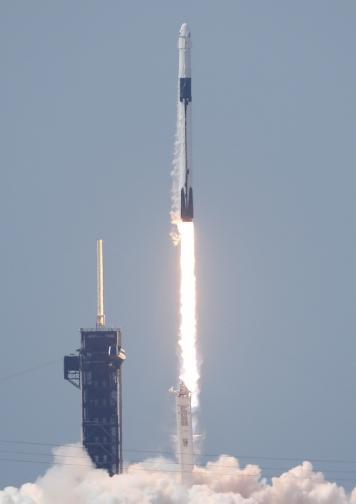 спейс Корабът Crew Dragon стартира наса космос тесла илон мъск