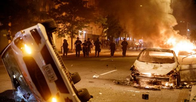 Свят Иран към САЩ: Спрете насилието срещу собствения си народ