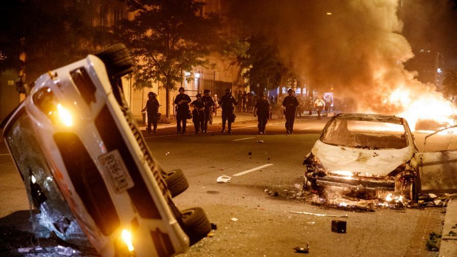 <p>Иран към САЩ: Спрете насилието срещу собствения си народ</p>