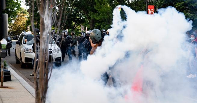 Свят Трима полицаи с български произход са пострадали по време