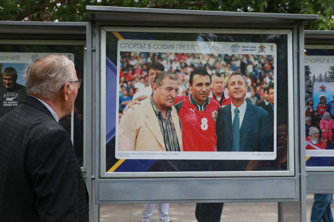 <p>Желая на всички фотографи и журналисти да имат в бъдеще още много подобни моменти, които да запечатват чрез своите обективи за поколенията&quot;, заяви в емоционалното си слово предедателят на БОК Стефка Костадинова.</p>
