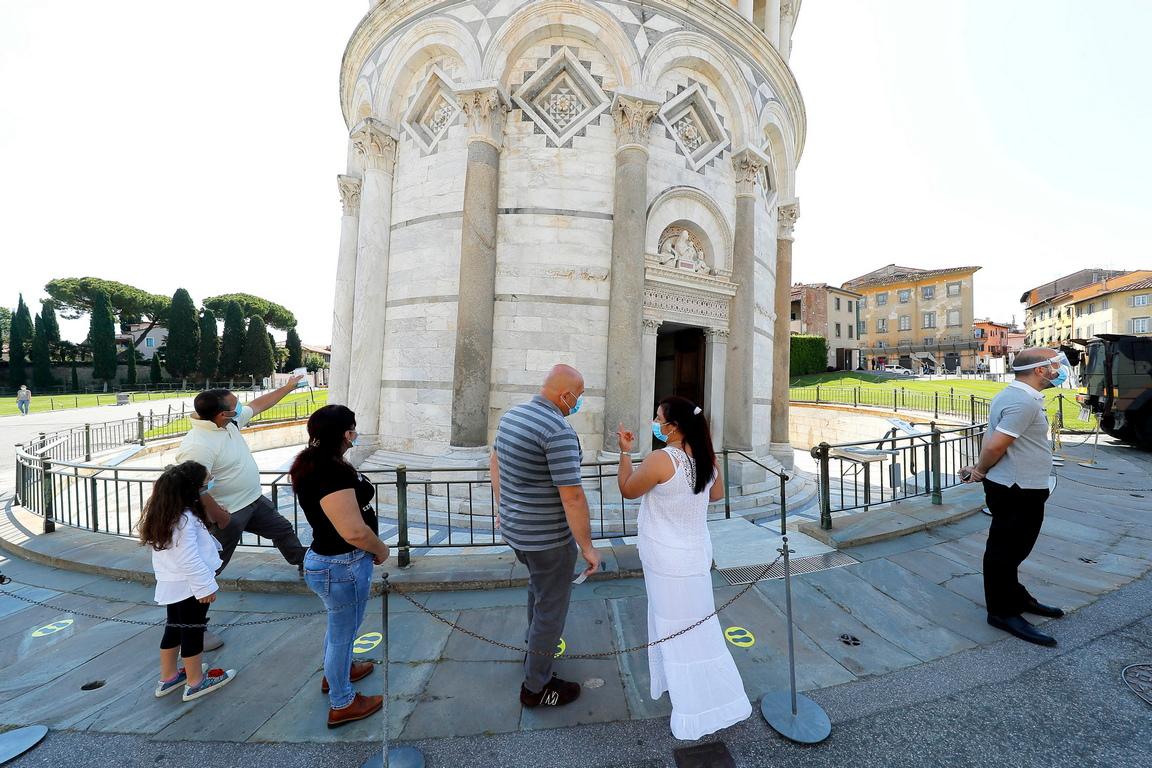 <p>Някои забележителности като Колизеума в Рим вече приемат туристи през последните дни.</p>