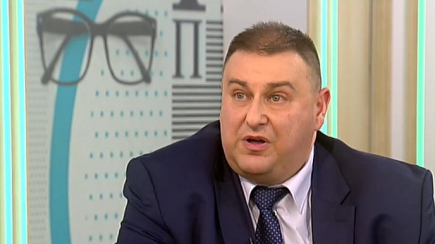 Емил Радев: Манолова иска да легализира мутренските практики на колекторите